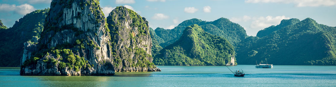 panorama baie d'Halong Vietnam Indochine