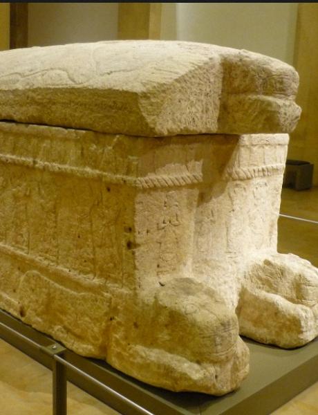 La plus grande collection de sarcophages anthropoïdes au monde se trouve dans ce musée.