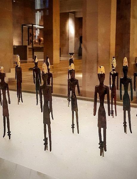 Figurines masculines de l'âge de bronze de Byblos, exposées au Musée national de Beyrouth, Liban