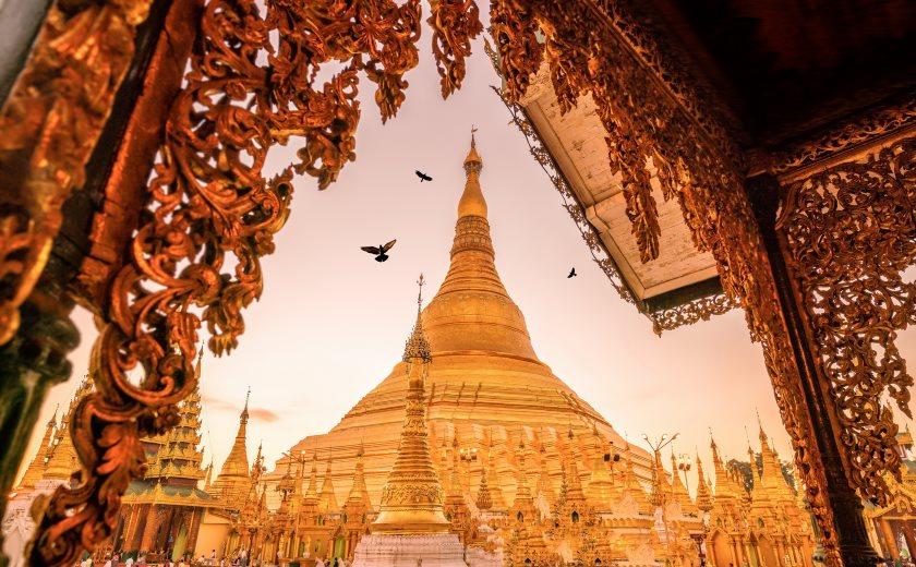 Lever de soleil sur la pagode Shwedagon