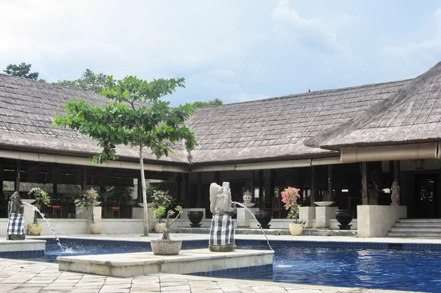 Paris Bali Vol Hotel