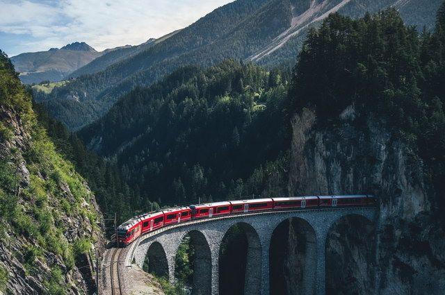 La Suisse en train panoramique - Collection Intermèdes by Asia