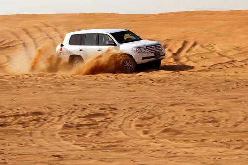 safari-avec-spectacle -et diner-au-desert-de-dubai