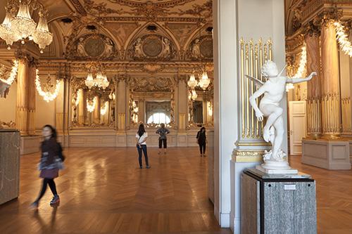 interieur-musee-orsay-statue-et-decors-classique