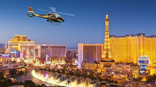 Excursion nocturne en hélicoptère à Las Vegas avec transport
