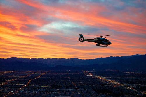 Survol en hélicoptère au Grand Canyon au crépuscule