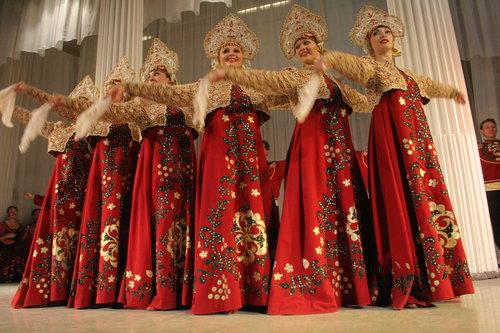 spectacle-folklorique-russe-a-saint-petersbourg