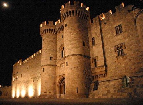 Excursion nocturne à Rhodes avec dîner et croisière