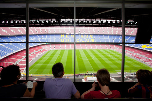 stade-camp-nou-barcelone-football-match