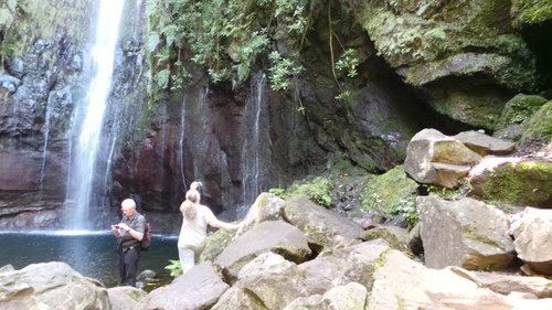 Excursion pédestre dans la vallée Rabaçal avec tour en 4x4 jusqu'à Cabo Girão
