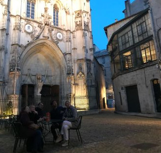 visite-a-pied-avigon-avec-un-guide-en-francais