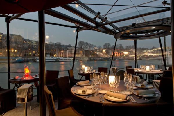 croisiere-diner-sur-la-seine-a-bord-bateaux-parisiens