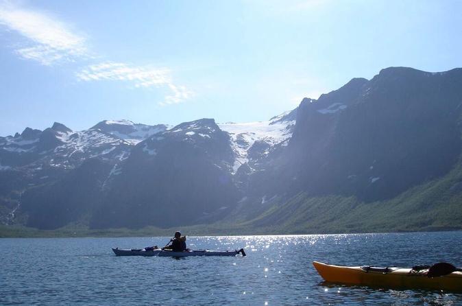 Kayak en mer dans les fjords du nord de la Norvège au départ de Tromsø