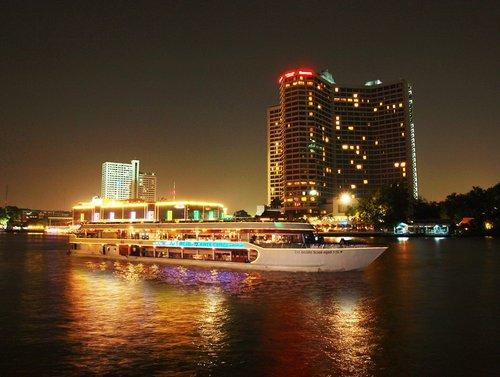 bangkok-diner-sur-la-riviere-chao-phraya-avec-pickup