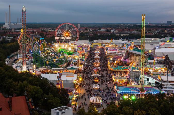 Visite en petit groupe de la ville de Munich et de l'Oktoberfest incluant une table réservée dans