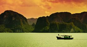 bateau de pêche sur la baie d'Halong