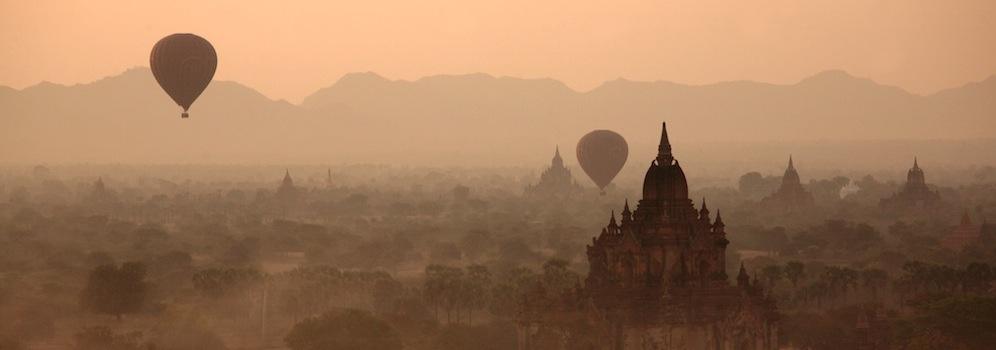 Paysage pagodes à Bagan