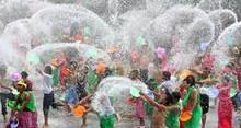 La fête de l'eau en Birmanie