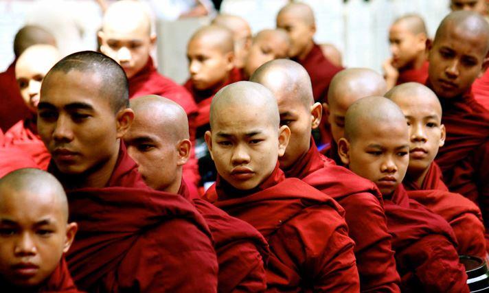 moines bouddhistes birmanie