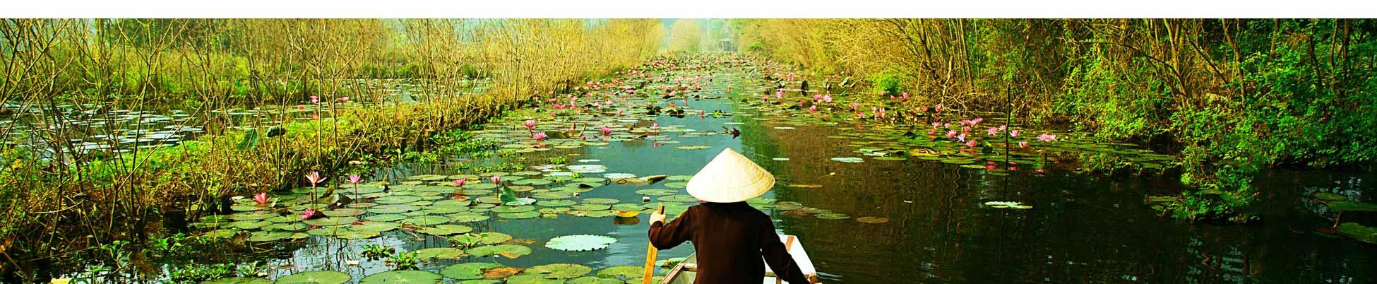 vietnam-hanoi-pirogue