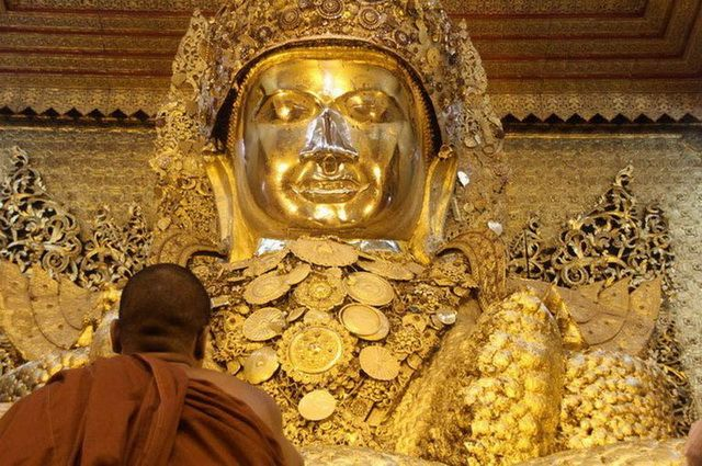 a-birmanie-mandalay-bouddha-mahamuni-go