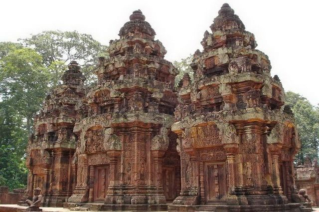 a-cambodge-angkor-preah-ko-stupas-go