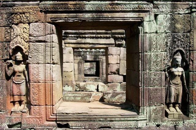 a-cambodge-angkor-ta-prohm-porte-go