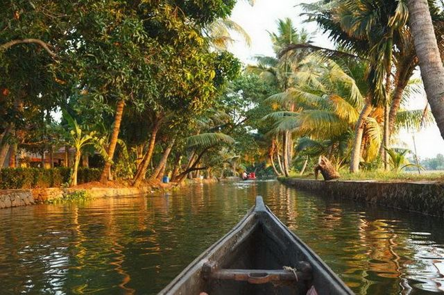 a-inde-backwaters-kerala-9-go