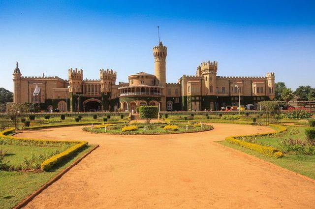 a-inde-bangalore-palace-1-go