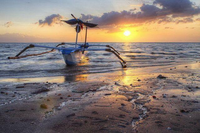 a-indonesie-bali-lovina-plage-bateau-go