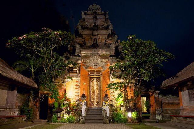 a-indonesie-bali-ubud-temple-puri-saren-agung-go