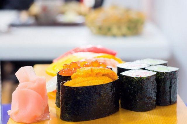 a-japon-divers-nourriture-sushi-3-go