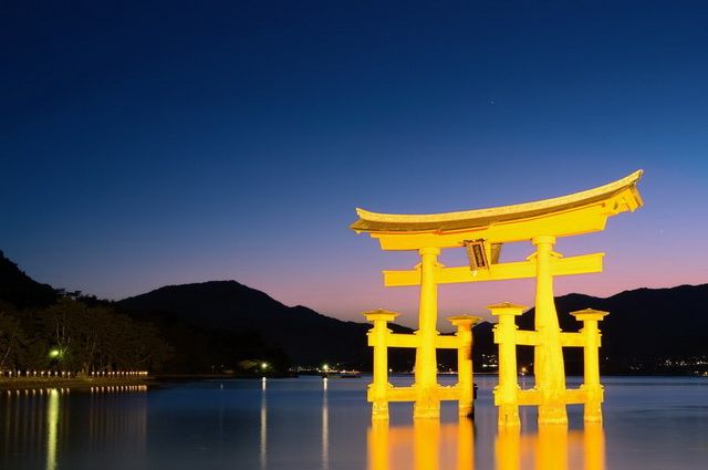 a-japon-miyajima-sanctuaire-itsukushima-torii-6-go