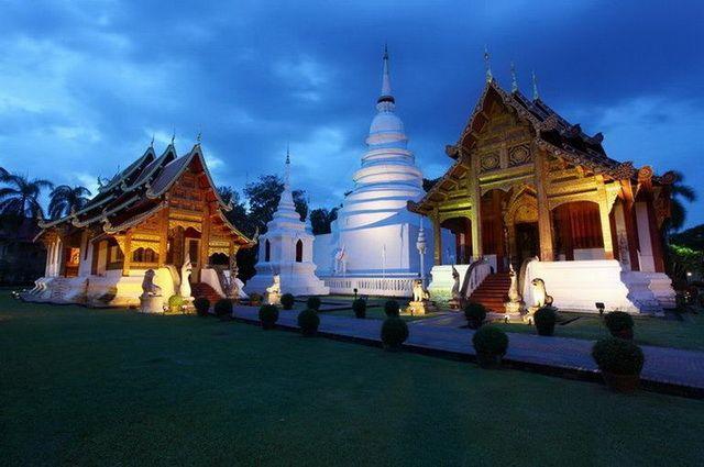 a-thailande-chiang-mai-wat-phra-singh-go