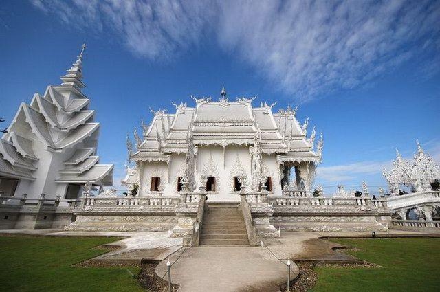 a-thailande-chiang-rai-temple-blanc-wat-rong-khun-3-go