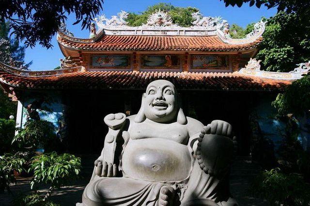 a-vietnam-danang-temple-bouddhiste-go