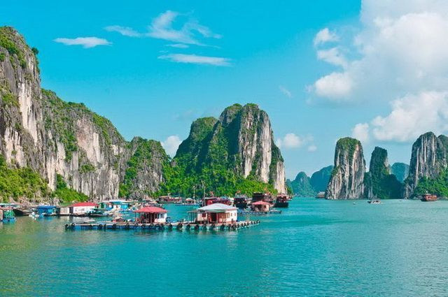 a-vietnam-halong-baie-village-flottant-go