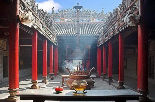 a-vietnam-ho-chi-minh-temple-5-go