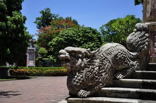 a-vietnam-hue-dragon-2-go