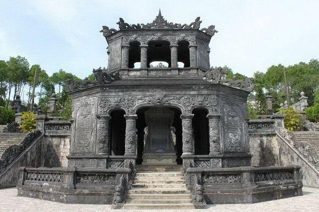 a-vietnam-hue-tombeau-de-khai-dinh-14-go