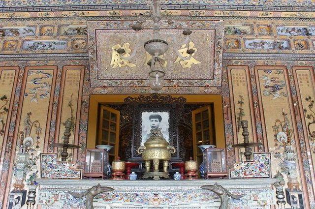 a-vietnam-hue-tombeau-de-khai-dinh-17-go