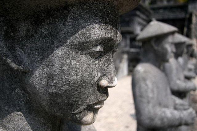 a-vietnam-hue-tombeau-de-khai-dinh-2-go