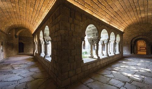 pueblo-espanol-architecture-monastique-romane