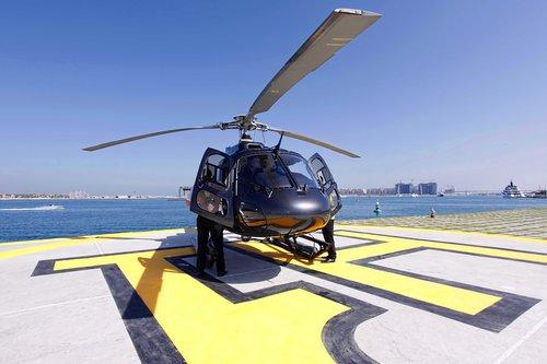 dubai-vol-de-douze-minutes-en-helicoptere-le-matin